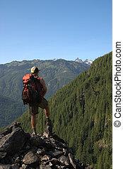 backpacker, op, een, uitkijkpost