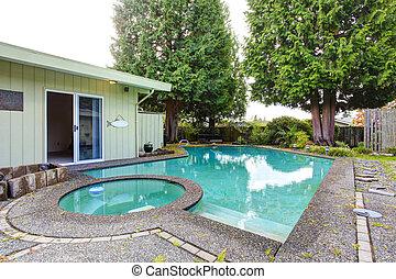 backyard tavacska, úszás