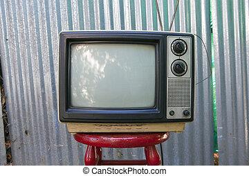 Backyard TV - Beat up backyard TV set awaits another...