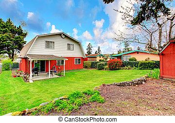 Backyard with attached pergola - Beautiful green backyard ...