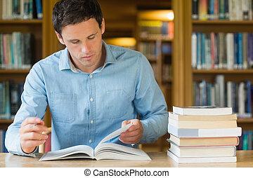 badając, poważny, student, dojrzały