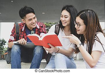 badając, uniwersytet, szczęśliwy, książki, library., młody, studenci