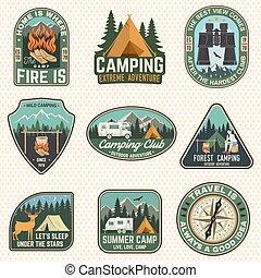 badges., tee., vector., camisa, desenho, logotipo, impressão, floresta, acampamento, verão, binóculos, barraca, remendo, silhouette., selo, conceito, montanhas, campfire, acampamento, compasso, jogo, ou