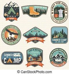 badges., tee., vector., camisa, reboque, desenho, silueta, impressão, vindima, floresta, acampamento, verão, barraca, remendo, guitarra, urso, selo, rv, tipografia, conceito, campfire, acampamento, homem, jogo, ou