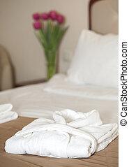 badkappa, säng, vit