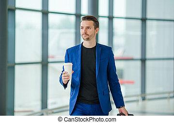 bagage, jeune, aéroport, international, aéroport., type, désinvolte, homme