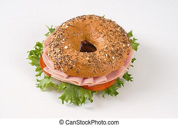 bagel sandwich with ham
