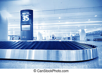 baggage claim - Single suitcase alone on airport carousel