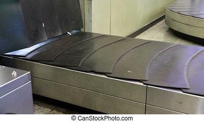 Baggage conveyor2 - movement of the conveyor belt baggage