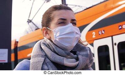 bahnhof, maske, schützend, frauengesichter