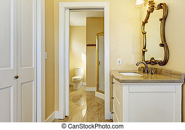 Bahtroom with washbasin cabinet and mirror