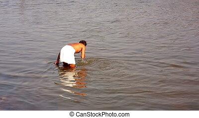 baigner, femme, rivière