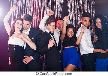 bailando, amigos, club nocturno