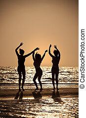 bailando, joven, tres, playa puesta sol, mujeres