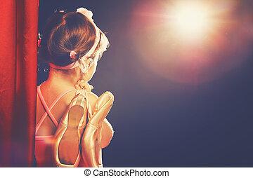 bailarina, poco, odeum, ballet, escenas, mirar, bailarín, niña, lado, rojo, etapa