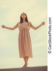 baile de mujer, llevando, largo, luz, vestido rosa