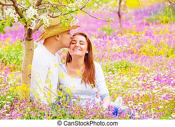 baisers, amants, heureux, dehors