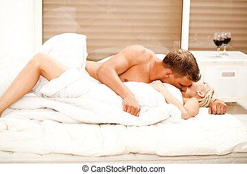 baisers, couple, mariés, jeune