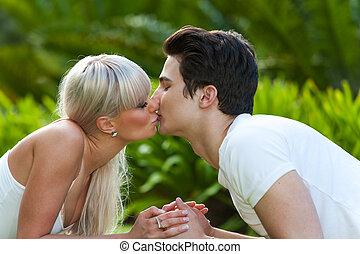 baisers, couple, park., jeune