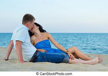baisers, couple, plage, aimer