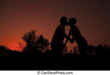 baisers, couple, soir, sur