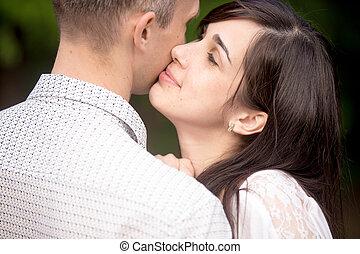 baisers, femme, jeune, elle, petit ami