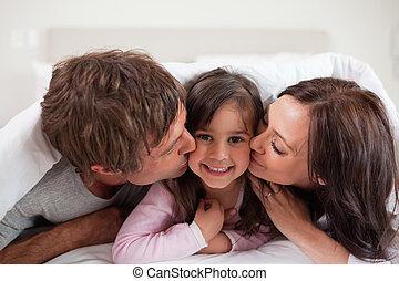 baisers, parents, leur, fille