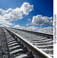 baixo, vista, para, ferrovia, sob, profundo, azul, céu nublado