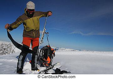 bajada, el viajar del esquí, preparación, montañas., invierno