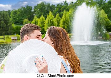 bak, attraktiv, kvinnlig, kyssande, manlig, hatt, nederlag