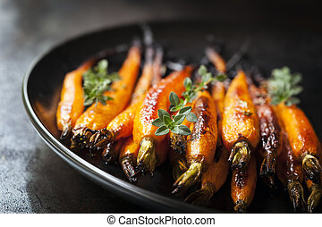 Baked Baby Carrots with Thyme