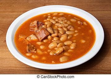 baked beans in a plate on a wooden table