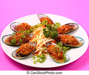 baked mussels - thai style baked new Zealand mussels on a ...