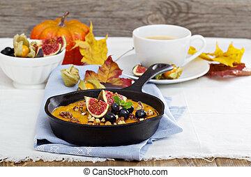 Baked oatmeal with pumpkin puree