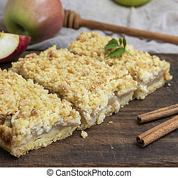baked slices of pie with apples