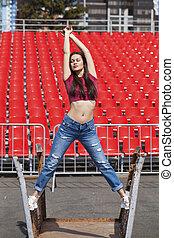 baksida, stående, blå, brunett, ung, utsikt., kvinna, jeans