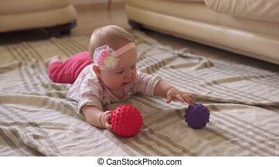 bal, gekke , vloer, speelbal, spelend, toddler