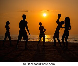 bal, mensen, jonge, silhouettes, strand, spelend