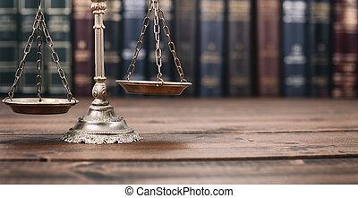balances justice, et, livres loi, sur, a, bois, arrière-plan.