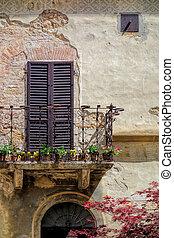 Balcony of a building in Pienza