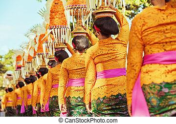 balinese, donne, portare, rituale, offerte, su, teste
