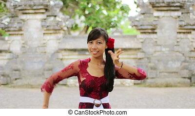 balinese girl dancing, uluwatu, bali