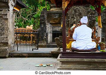 balinese, prete, su, uno, religioso, cerimonia