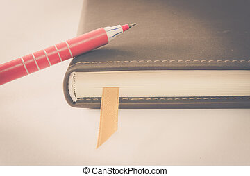 Ball pen and notebook - Pink ball pen on closed notebook, ...