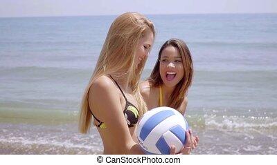 balle, jeune, vif, femmes échouent, jouer, heureux
