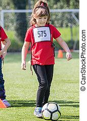 balle, quelques-uns, jeune, exercices, girl, football