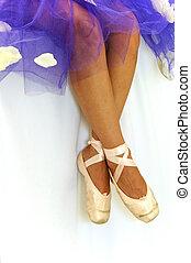 ballerinas feet in pointe shoes