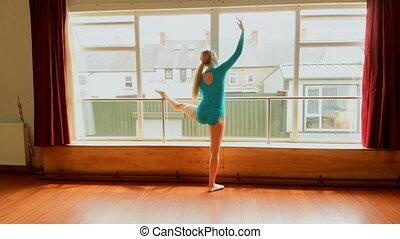 ballerine, étirage, 4k, studio danse