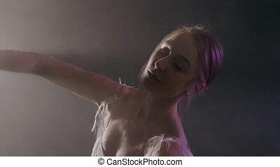 ballerine, ballet, éléments, fumée, classique, danse, tutu, moderne, sombre, arrière-plan noir, lumière, gracieux, robe blanche, ou
