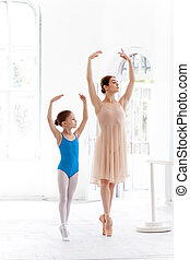 ballerine, ballet, personnel, peu, danse, poser, barre,...